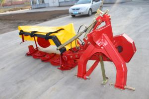 Lawn Mower Agricultural Tractor with Rotary Disc Mower pictures & photos