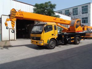 Small 6ton Wheel Tire Truck Mounted Crane pictures & photos