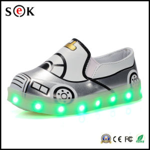 Slip-on LED Light up Children Dance Gold Low Heel Girls Glitter LED Light Shoes for Kids pictures & photos
