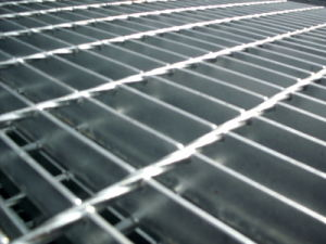 Galvanized Low Carbon Steel Grating, Galvanized Serrated Bar Grating, Gi Grating pictures & photos
