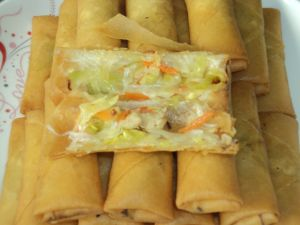 IQF Frozen 100% Hand Made Vegetable 20g/piece Cylinderical Elongated Egg Rolls pictures & photos