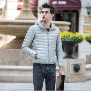 Fashion Winter Men′s Ultra Light Weight Down Jacket with Hooded pictures & photos