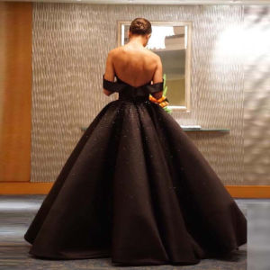 off Shoulder Black Puffy Bridal Ball Gown Crystal Custom Satin Wedding Dresses Wd99 pictures & photos
