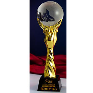 Celeberating Trophy Gold Metal Globe Glass Crystal Trophy Awards Gifts pictures & photos