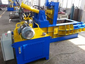 Hydraulic Mobile Scrap Metal Baler/Cars Baler for Sale pictures & photos