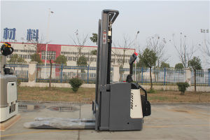Material Handling Equipment 2000kgs Electric Stacker pictures & photos