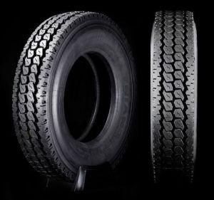 放射状のトラックのタイヤ