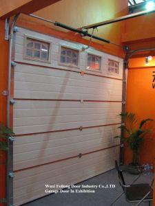 Porta automática de controle remoto da garagem