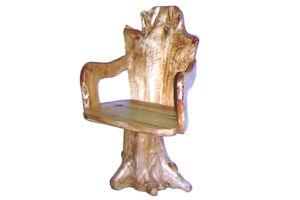 Racine en bois découpant la rétro chaise sensible