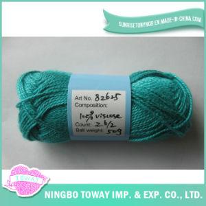 O algodão mercerizou o fio para confeção de malhas do ofício da linha do Crochet na esfera