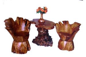 Racine en bois découpant le rétros Tableau et chaise sensibles