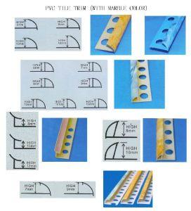 Équilibre de tuile de PVC avec du marbre