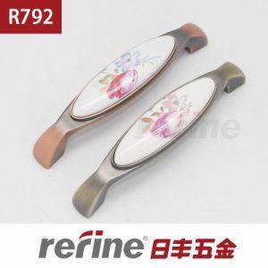 Poignée en alliage de zinc de meubles de matériel de nouvelle conception (R-792)