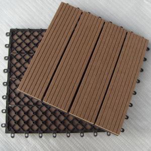 Les tuiles de verrouillage de wpc diy decktiles avec le for Plancher exterieur plastique