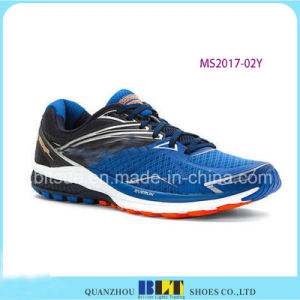 Os homens de Blt vão as sapatas Running atléticas do estilo da distância