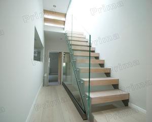 escalera flotante de cristal interior con vidrio transparente barandilla