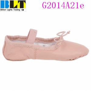 Sapatas lisas do estilo do bailado ocasional cor-de-rosa da menina de Blt