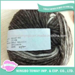 Tricotando manualmente o fio extravagante de tecelagem -10 do algodão do chapéu