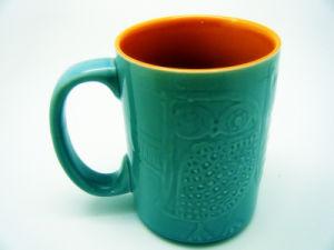 De witte Porselein In reliëf gemaakte Mok van de Koffie van de Mok
