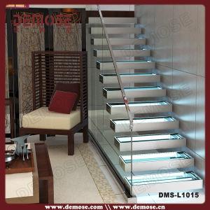 Clairage automatique d 39 escalier de verres de s ret de for Eclairage automatique interieur
