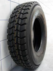 放射状のトラックのタイヤ(M+S)