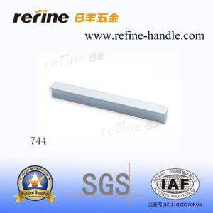Furniture en aluminium Cabinet Handle avec Hot Price (L-744)