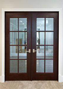 Puertas interiores de madera con vidrio for Puertas de madera para dormitorios