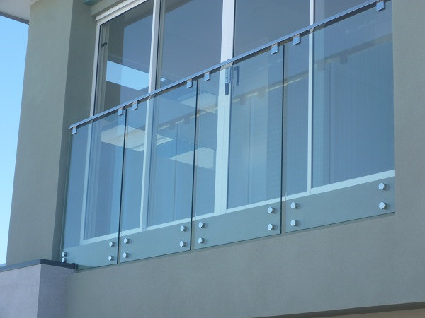 China modern balcony glass railing design with stainless for Balcony glass railing designs pictures