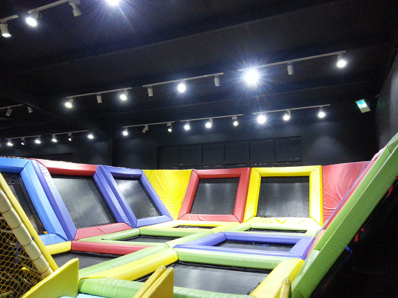 Dise o de interior del patio del parque del trampol n de for Indoor trampoline park design manufacturing