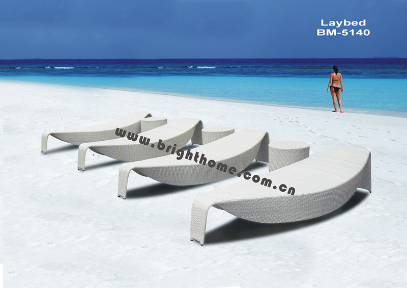 Het uitstekende bed van de zon van rttan van het ontwerp rieten openlucht het uitstekende bed - Eigentijds tuinmodel ...