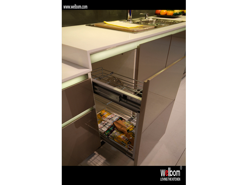 China Iso Welbom Modern Metallic Spray Kitchen Cabinet