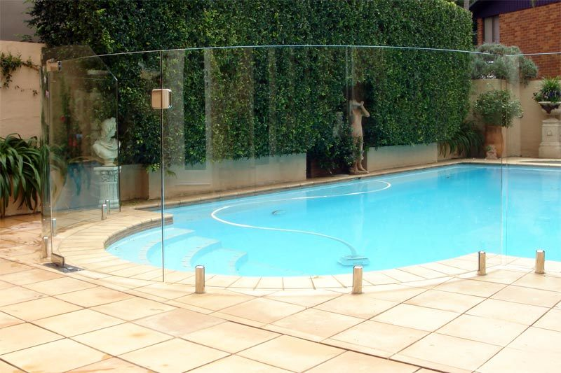 how to clean glass swimming pool fence