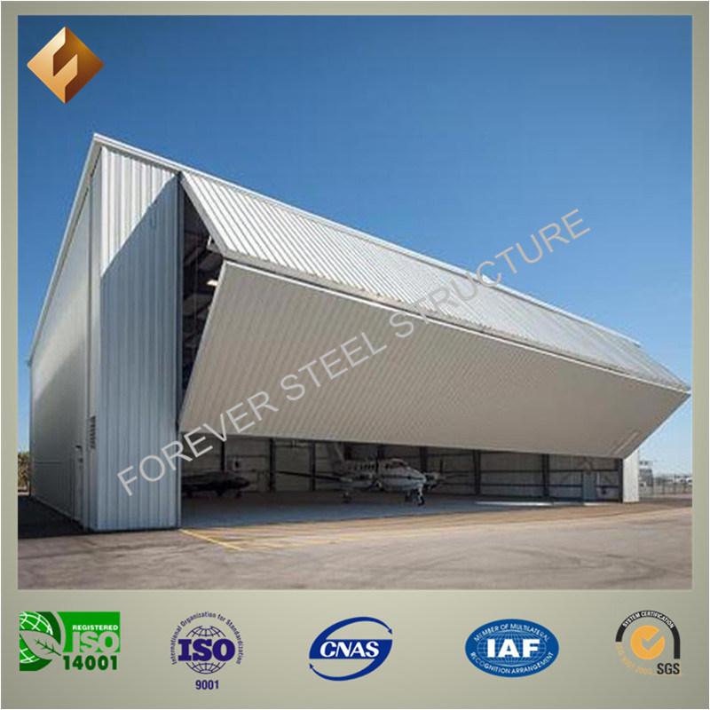 Hangar pr fabriqu d 39 avion de structure m tallique en for Porte hangar coulissante