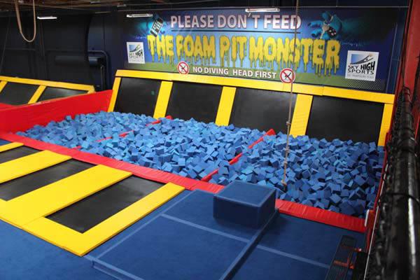 Dise o de interior del parque del trampol n del estallido for Indoor trampoline park design manufacturing