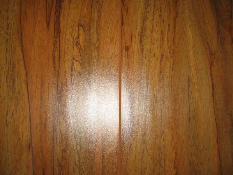 China Water Resistant Three Strip Laminate Wood Flooring