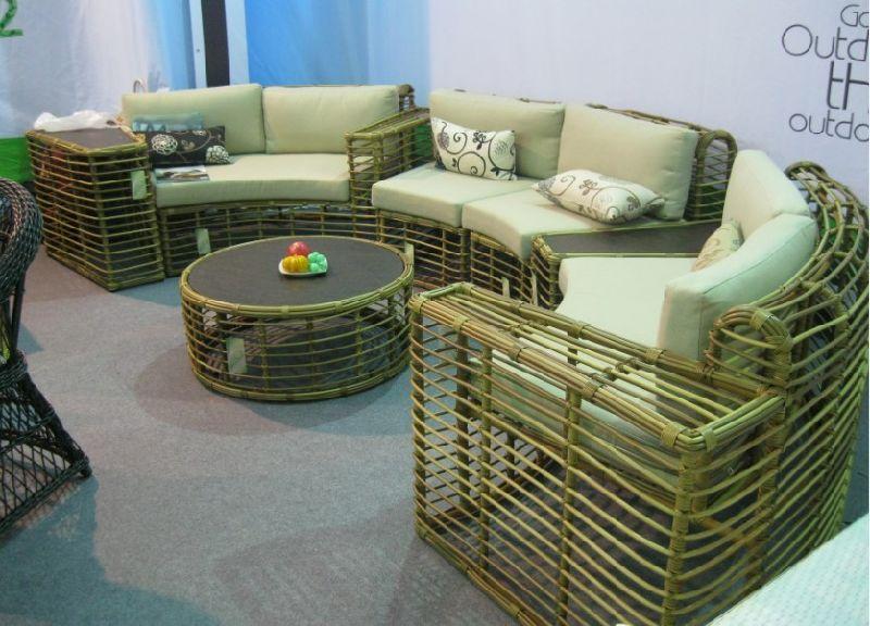 De ronde bank van de tuin van het ontwerp van de rotan for Sofa reciclado