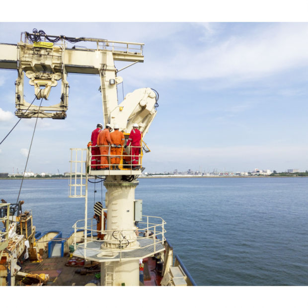 Marine Crane with Space Saving Folding Boom Electric Hydraulic System pictures & photos
