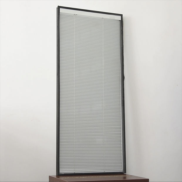 China Motorised Vertical Blinds Faux Wood Blinds Between Glass
