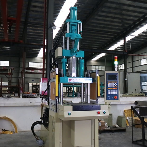 Single Slider Plastic Injection Molding Machine (55T) pictures & photos