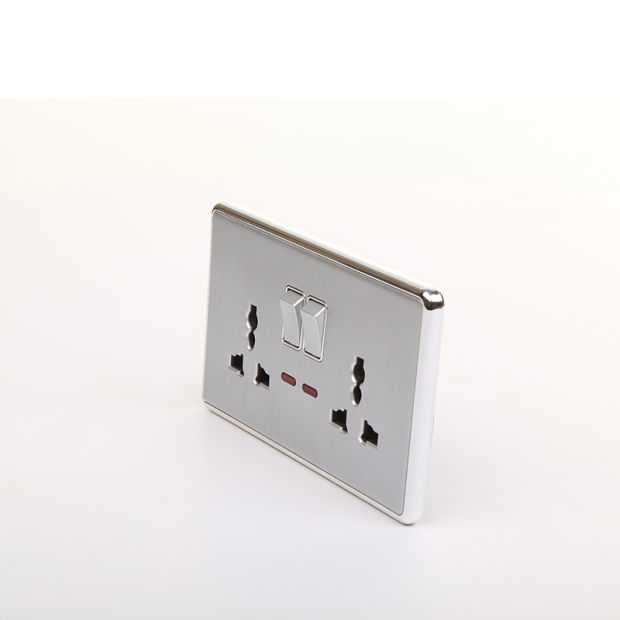 China UK Standard 3pin Electrical Outlet with Double Electrical Plug ...