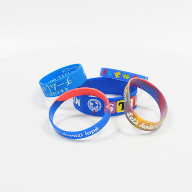 Hot Selling Eco-Friendly Economical Bright-Colored Silicone Bracelet pictures & photos
