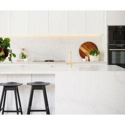 China Wholesale White MDF Ready Made Italian High End PVC Wood Shaker Complete Cupboard Kitchen Cabinets Kitchen Furniture