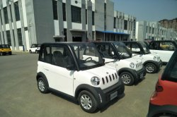 Power Outlet (12V) Electric Car with MP3 Function 4 Seats