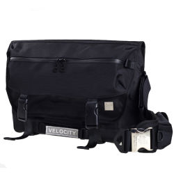 Fashion Nylon Large Capacity Messenger Bag for School Travel Sports