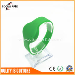 OEM Design China Supplier of RFID Plastic/PVC/Silicon Wristband