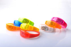 Lasting 50 Hours LED Glow Bracelet Toy for Party Sport Promotional Gift