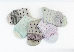 Show Girl Knitting Lace Welt and Dots Socks with Nice Lace