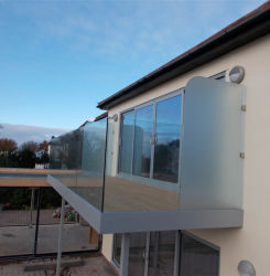 Sports Hall Safety U Channle Glass Railing with Wood Handrail