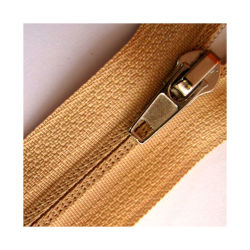 Long Chain Custom Plastic Zipper Pulls Waterproof Nylon Metal Zipper