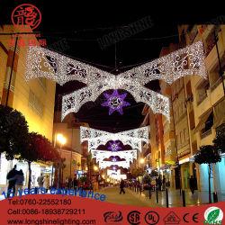 Openlucht leiden van het Nieuwjaar over de Lichten van de Decoratie van Kerstmis van de Straat
